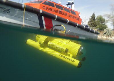 Observer sous l'eau + bateau gendarmerie